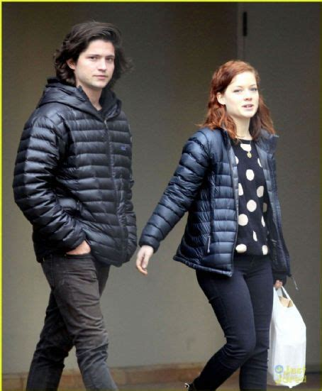 Who is Thomas McDonell dating? Thomas McDonell girlfriend