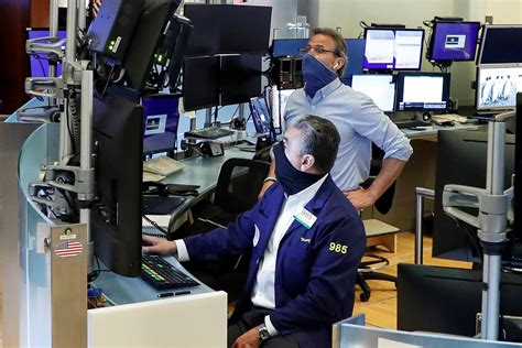 Futures flat after tech rout drags down Wall Street