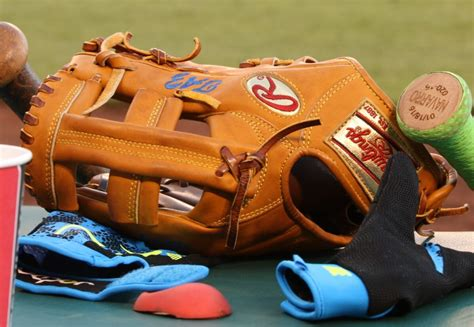 What Pros Wear Troy Tulowitzki's Rawlings Heart of the